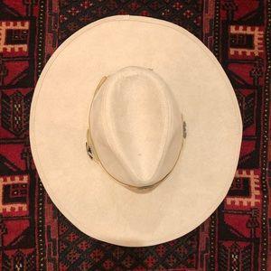 Lulus Wide Brim Hat With Western Buckle Trim. OS